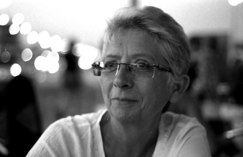 Colette Salvanez : Le Magnétisme, L'Energie du Cœur passant par la main pour aller  au cœur des douleurs physiques et affectives