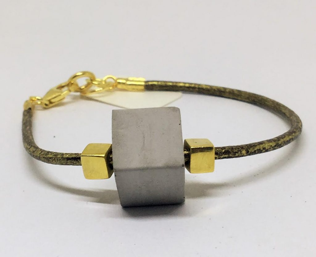 Nouvelle Collection : Nous accueillons en Boutique la créatrice Valérie Roncero – Création Bijoux Béton Précieux –
